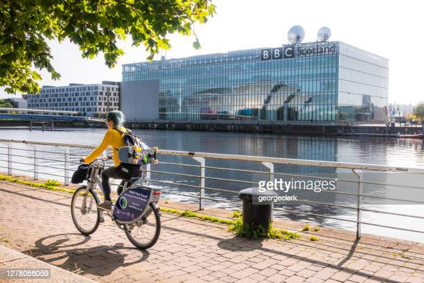 clydeside cyclist and bbc scotland building - glasgow scotland stock pictures, royalty-free photos & images