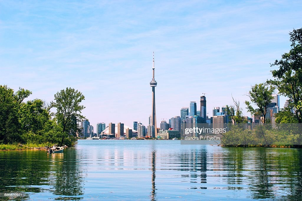 Cn Tower And Skyscrapers By Lake Ontario Against Sky : Stock-Foto