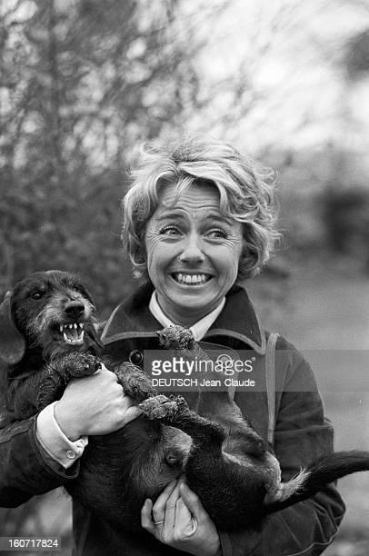 Cnpf Bosses Paris 13 et 14 Janvier 1975 Reportage sur les femmes du CNPF portrait de Francine GOMEZ PDG de WATERMAN souriant vêtue d'un manteau...