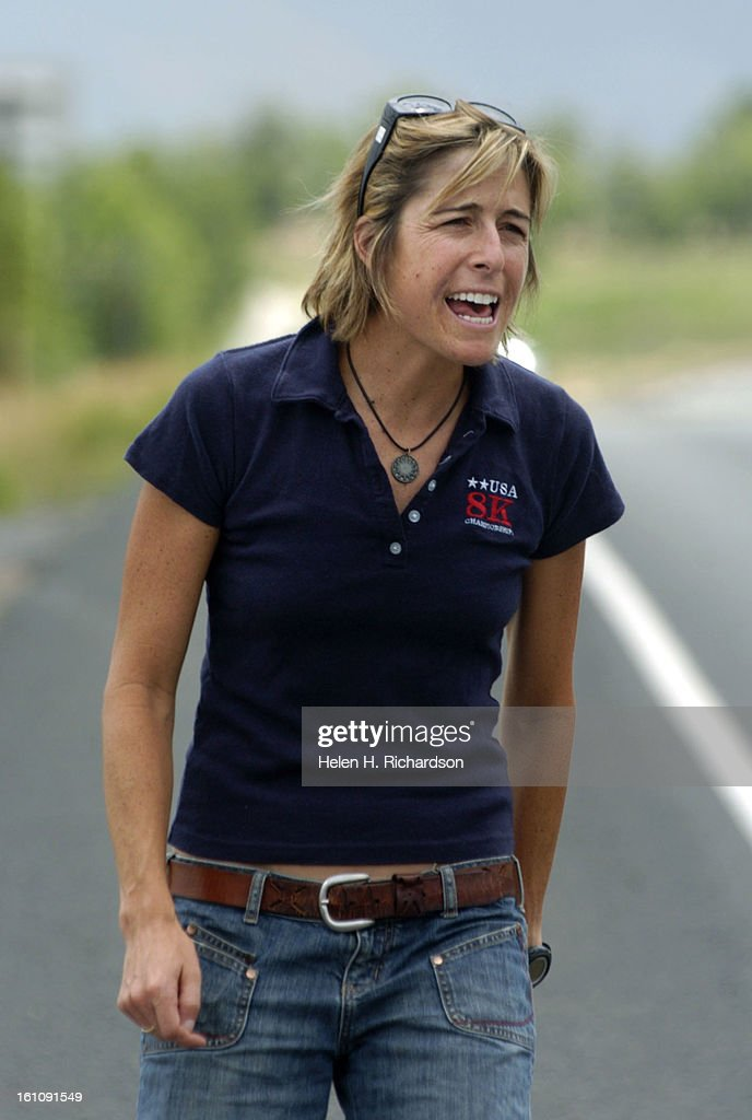 BOULDER, CO--07_07_06--Siri Lindley is a world champion triathlete. Since her retirement she is an olympic coach, television sportscaster and motivational speaker. She also coaches elite and non-elite triathletes. ABOVE: Siri yells words of encouragement  : News Photo