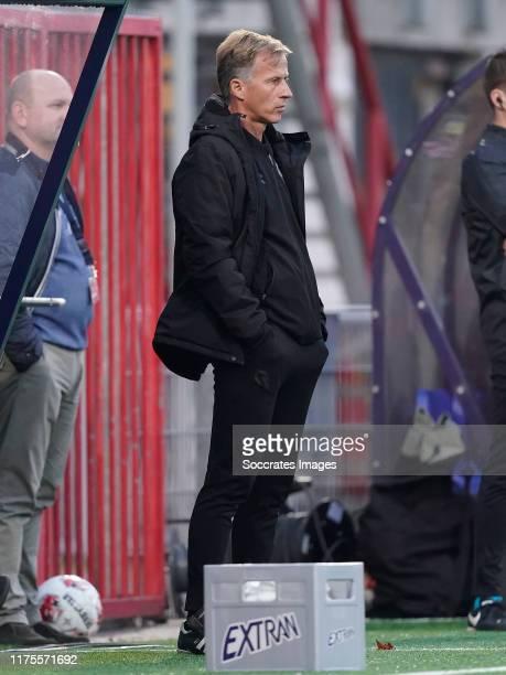Coach Andries Jonker of Telstar during the Dutch Keuken Kampioen Divisie match between TOP Oss v Telstar at the Frans Heesen Stadium on October 12,...