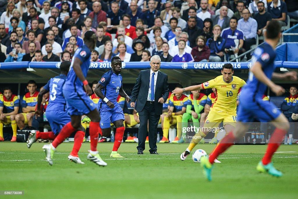 Euro - 'France v Romania' : News Photo