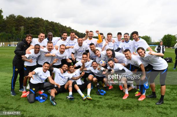 Coach Antonio Conte celebrate with players and staff during the first FC Internazionale training after winning the Serie A title at Appiano Gentile...