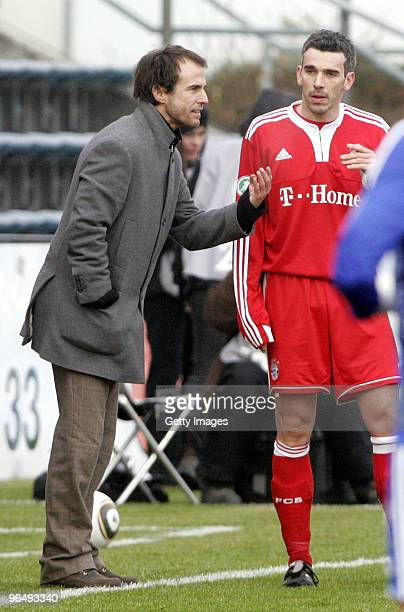 Coach Bayern II Mehmet Scholl speaks to Danny Schwarz during the 3Liga match between SpVgg Unterhaching and Bayern Muenchen II at the Generali...