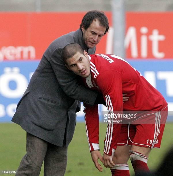 Coach Bayern II Mehmet Scholl talks to Deniz Yilmaz during the 3Liga match between SpVgg Unterhaching and Bayern Muenchen II at the Generali...
