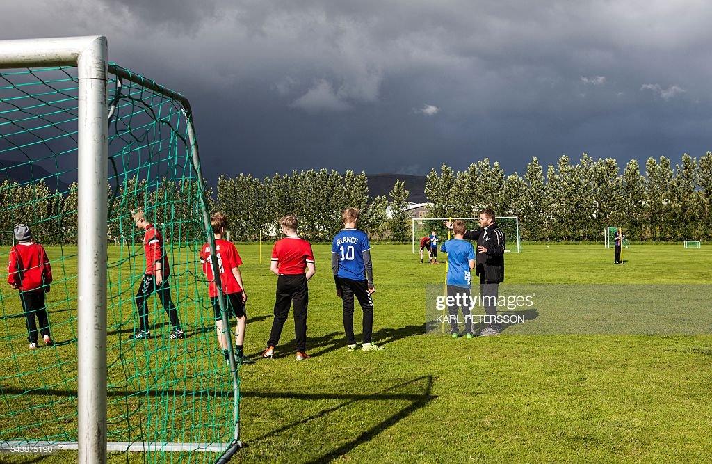 FBL-EURO-2016-ISL : News Photo
