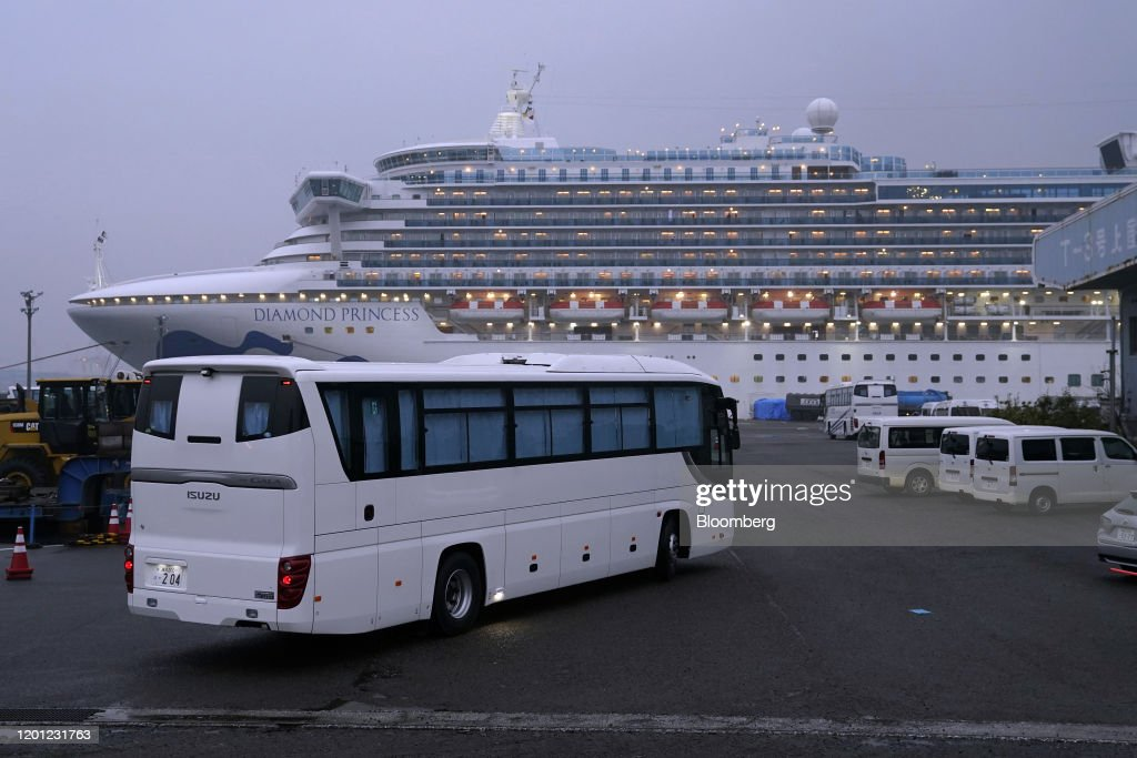 U.S. Evacuate Citizens Onboard Diamond Princess Cruse Ship in Yokohama : ニュース写真