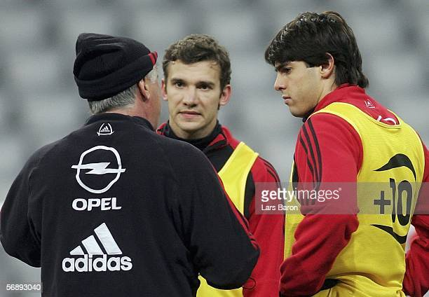 Coach Carlo Ancelotti speaks to Andriy Shevchenko and Kaka during the Training Session of AC Milan on February 20 2006 in Munich Germany The UEFA...