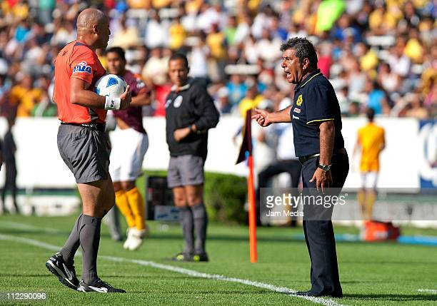 Coach Carlos Reinoso of America and referee Francisco Chacon during a match as part of the Clausura Tournament 2011 at Jalisco Stadium on April 17...