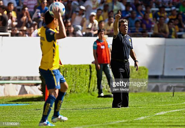 Coach Carlos Reinoso of America during a match as part of the Clausura Tournament 2011 at Jalisco Stadium on April 17 2011 in Guadalajara Mexico