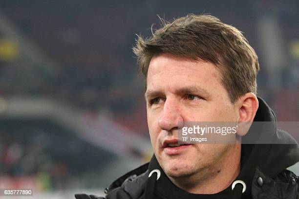 coach Daniel Stendel of Hannover 96 looks on during the Second Bundesliga match between VfB Stuttgart and Hannover 96 at MercedesBenz Arena on...