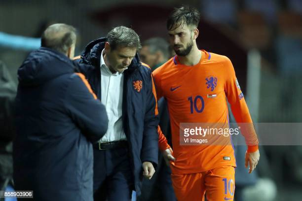 coach Dick Advocaat of Holland doctor Edwin Goedhart of Holland Davy Propper of Holland during the FIFA World Cup 2018 qualifying match between...