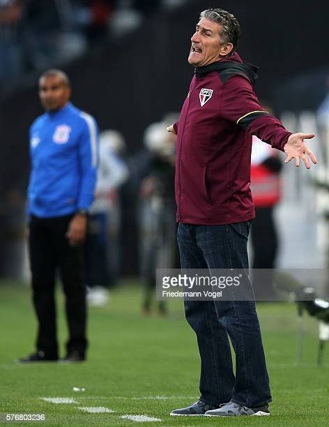Coach Edgardo Bauza of Sao Paulo gives advise during the match between Corinthians and Sao Paulo for the Brazilian Series A 2016 at Arena Corinthians...