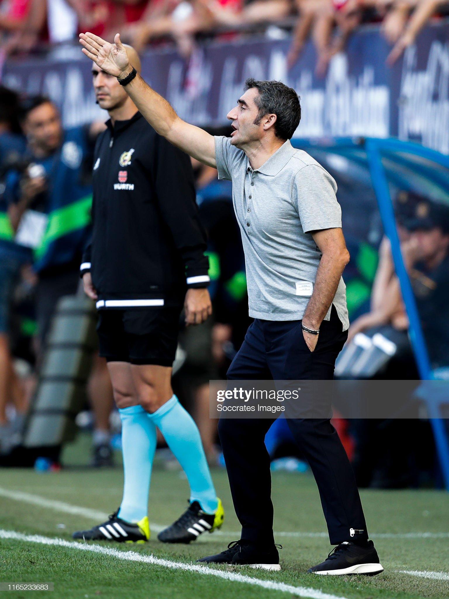 صور مباراة : أوساسونا - برشلونة 2-2 ( 31-08-2019 )  Coach-ernesto-valverde-of-fc-barcelona-during-the-la-liga-santander-picture-id1165233683?s=2048x2048