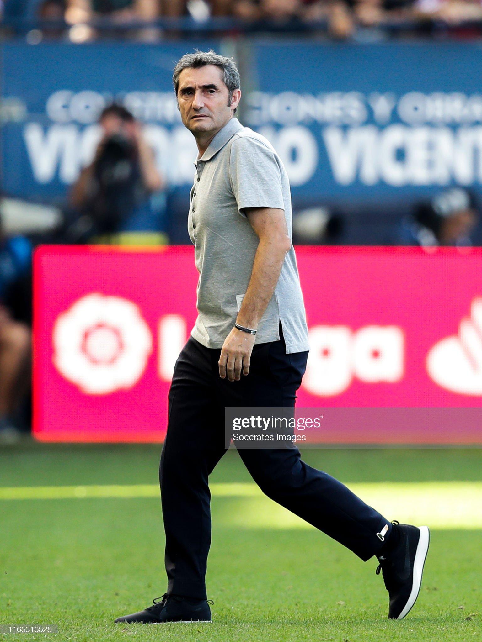 صور مباراة : أوساسونا - برشلونة 2-2 ( 31-08-2019 )  Coach-ernesto-valverde-of-fc-barcelona-during-the-la-liga-santander-picture-id1165316528?s=2048x2048