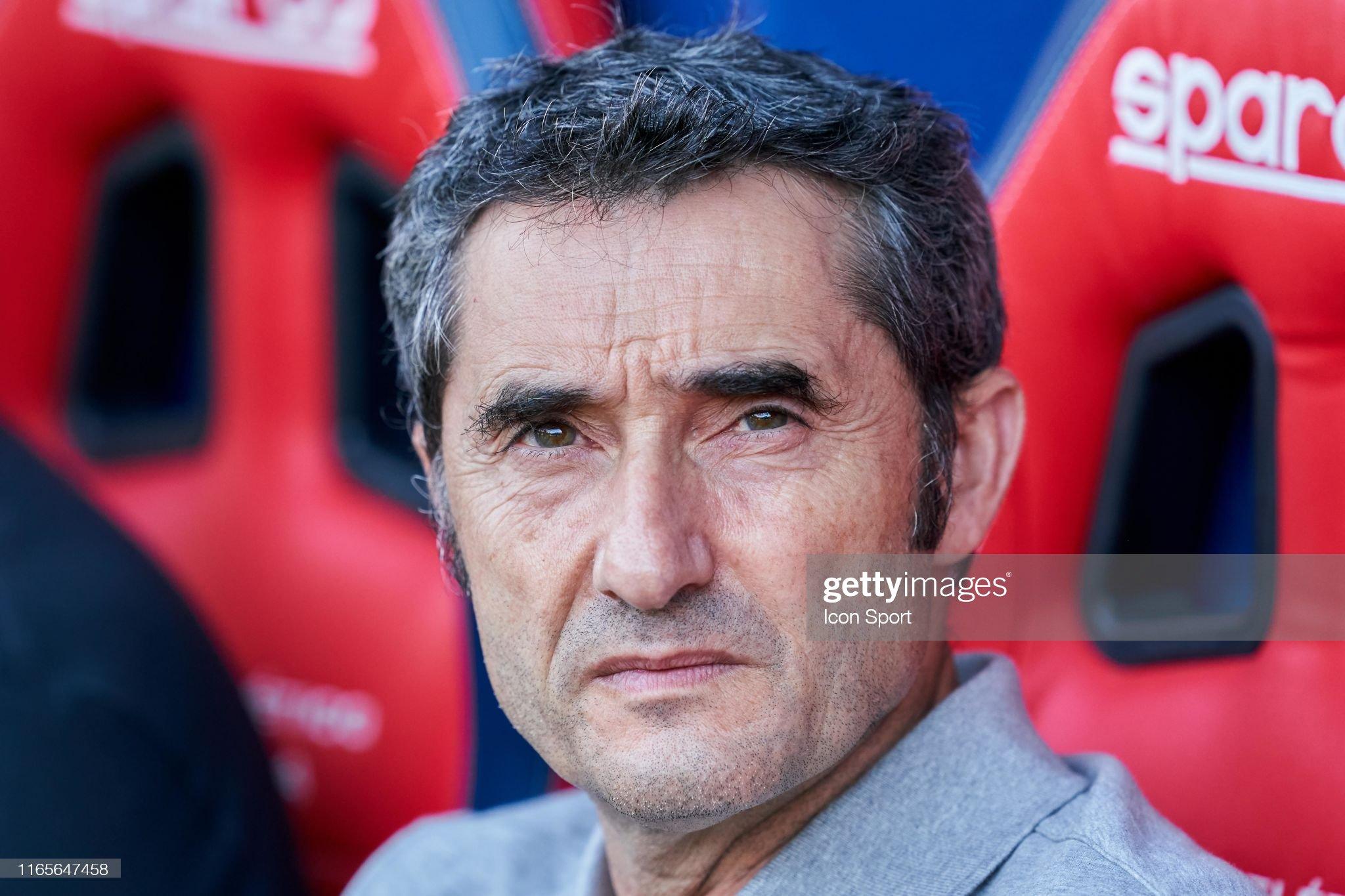 صور مباراة : أوساسونا - برشلونة 2-2 ( 31-08-2019 )  Coach-ernesto-valverde-of-fc-barcelona-during-the-liga-match-between-picture-id1165647458?s=2048x2048
