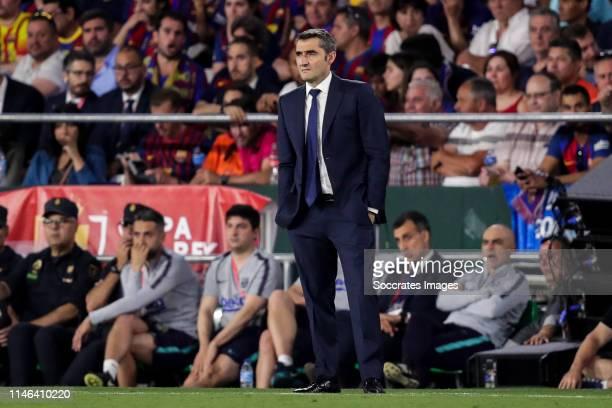 Coach Ernesto Valverde of FC Barcelona during the Spanish Copa del Rey match between FC Barcelona v Valencia at the Benito Villamarin Stadium on May...