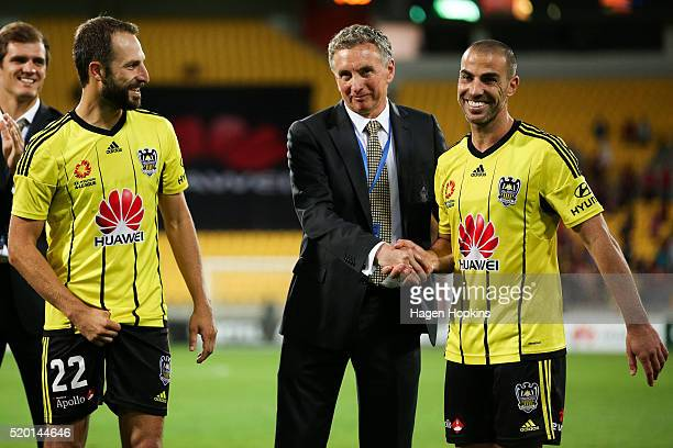Coach Ernie Merrick of the Phoenix shakes the hand of Manny Muscat after his final game while captain Andrew Durante looks on during the round 27...