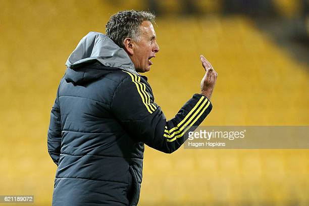 Coach Ernie Merrick of the Phoenix speaks to his team from the sideline during the round five ALeague match between the Wellington Phoenix and the...