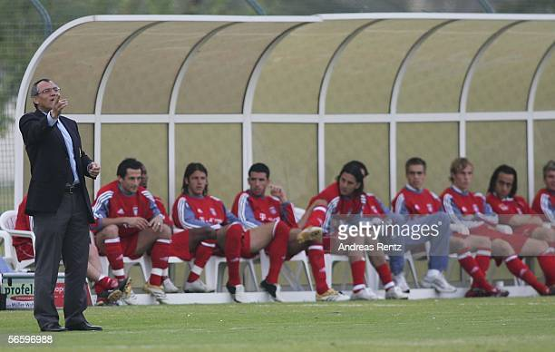 Coach Felix Magath of Munich gives instructions to his team during the friendly match between Bayern Munich and FC Zuerich at the Dubai Sports Club...