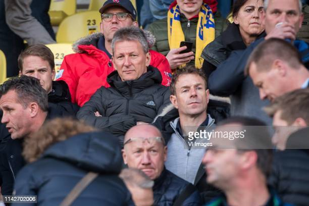 coach Frank Wormuth of Heracles Almelo Bert Konterman during the Dutch Keuken Kampioen Divisie play off match between Cambuur Leeuwarden and Almery...
