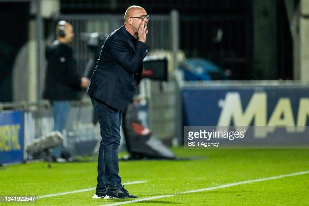 Coach Fred Grim of Willem II coaches his players during the Dutch Eredivisie match between RKC Waalwijk and Willem II at Mandemakers Stadion on...
