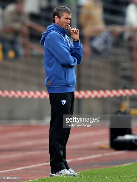 Coach Friedhelm Funkel of Bochum looks on during the Second Bundesliga match between RW Oberhausen and VfL Bochum at the Niederrhein Stadium on...