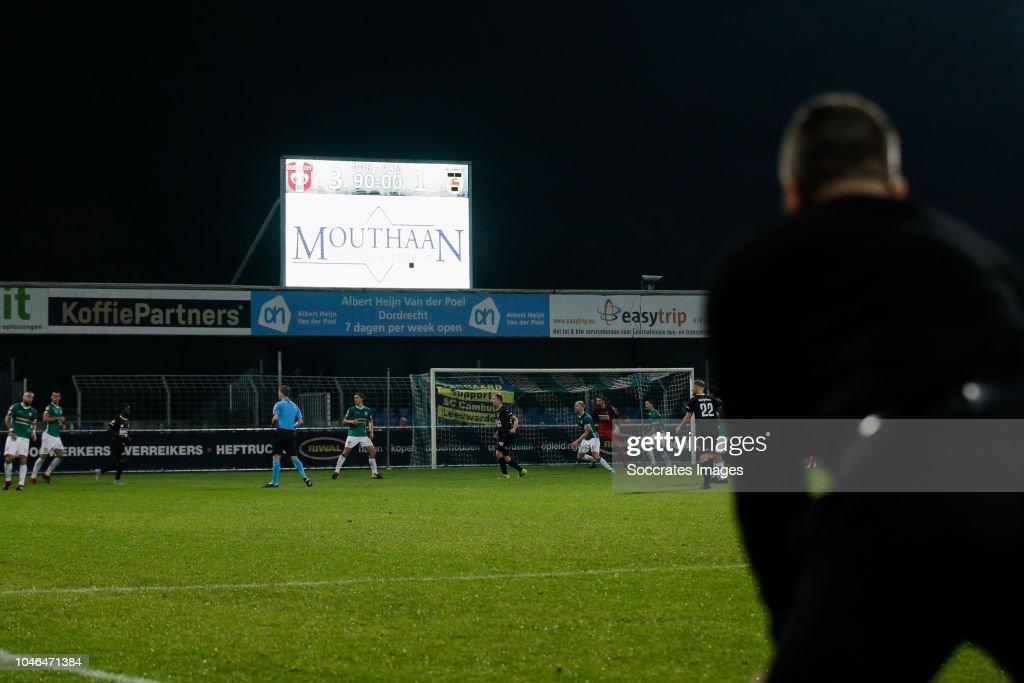 Keuken Kampioen Dordrecht : Coach gerard de nooijer of fc dordrecht with scorebord during