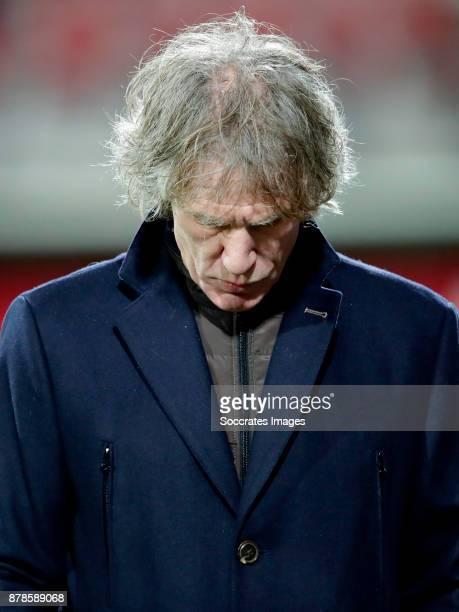 coach Gertjan Verbeek of FC Twente during the Dutch Eredivisie match between AZ Alkmaar v Fc Twente at the AFAS Stadium on November 24 2017 in...