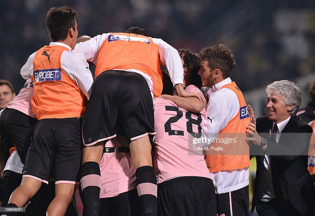 Coach Gian Piero Gasperini (R) of Palermo celebrates with Players after Jisip Ilicic scoring is team's second goal during the Serie A match between US Citta di Palermo and Calcio Catania at Stadio Renzo Barbera on November 24, 2012 in Palermo, Italy.