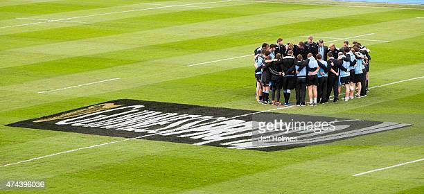 Coach Gregor Townsend of Glasgow Warriors gives his pep talk in team huddle ahead of the Pro12 Semi Final between Glasgow and Ulster at Scotstoun...
