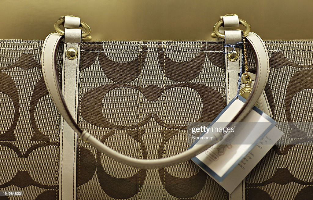 A Coach handbag sits on display in the Coach flagship store : ニュース写真