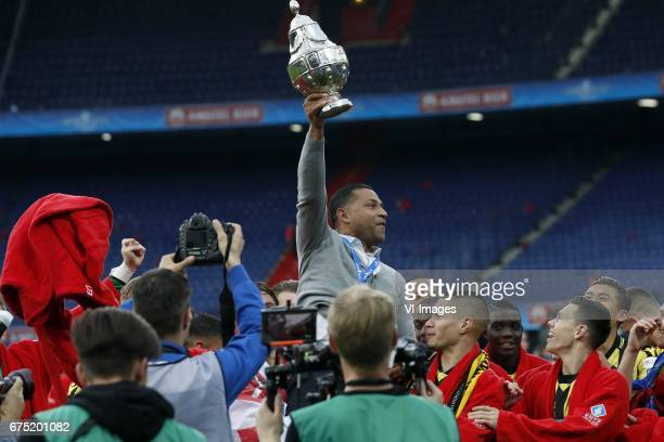 coach Henk Fraser of Vitesse Kevin Diks of Vitesse Mitchell van Bergen of Vitesse with KNVB Beker Dutch Cupduring the Dutch Cup Final match between...