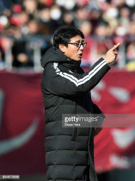 Coach Hwang Sun Hong of FC Seoul gestures during the preseason friendly between Urawa Red Diamonds and FC Seoul at Urawa Komaba Stadium on February...