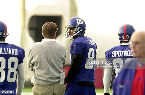 Coach Jim Fassel speaks with Amani Toomer at the New York Giants practice before the NFC Championship game against the Minnesota Vikings on Sunday
