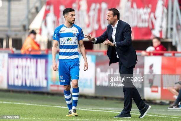 coach John van 't Schip of PEC Zwolle give instructions to Younes Namli of PEC Zwolle during the Dutch Eredivisie match between FC Twente Enschede...