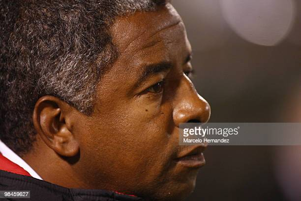 Coach Jorge Andrade of Brazil?s Flamengo looks on during a 2010 Libertadores Cup soccer match between Universidad Catolica and Flamengo on April 14,...