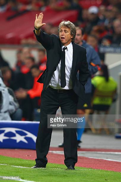 Coach Jorge Jesus of Benfica gives instructions during the UEFA Champions League Group C match between Bayer 04 Leverkusen and SL Benfica on October...