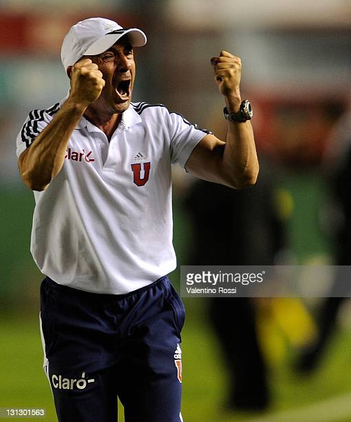 Coach Jorge Sampaoli of Universidad de Chile celebrate after winning a match against Argentina's Arsenal as part of the 2011 Copa Bridgestone...
