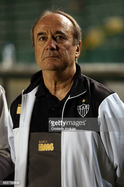 Coach Levir Culpi of Atletico MG looks on during the national anthem prior a match between Figueirense and Atletico MG as part of Campeonato...