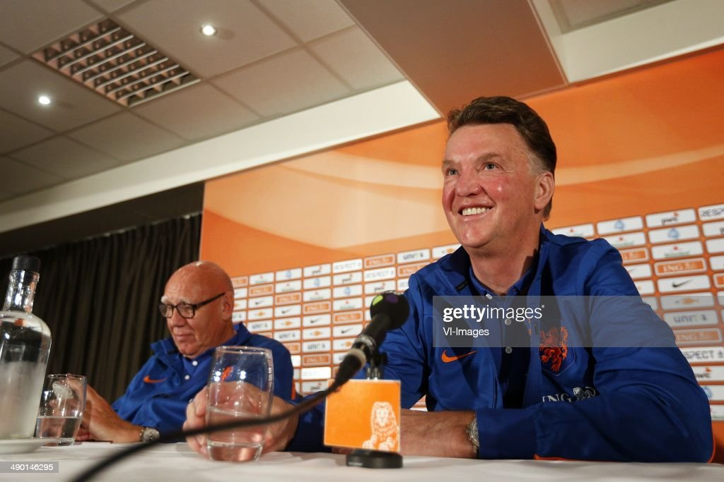 Press conference - Louis van Gaal : News Photo