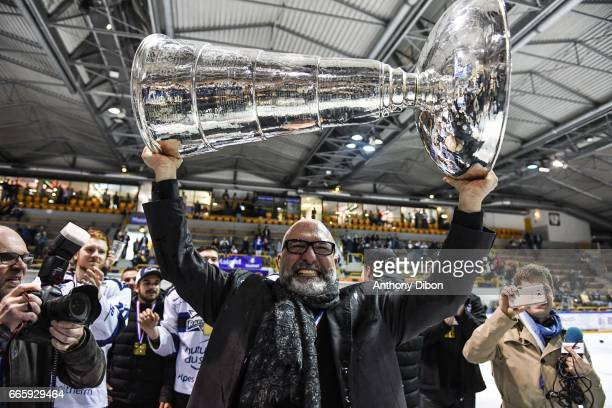 Coach Luciano Basile and Team of Gap Rapaces celebrates their victory during the french Magnus League Final match between Rouen Dragons and Gap...