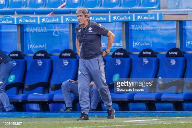 coach Manuel Pellegrini of Real Betis during the La Liga Santander match between Deportivo Alaves v Real Betis Sevilla at the Estadio de Mendizorroza...