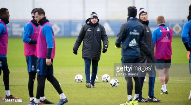 Coach Markus Gisdol pictured during a training session in Hamburg Germany 4 January 2017 Photo Daniel Reinhardt/dpa | usage worldwide