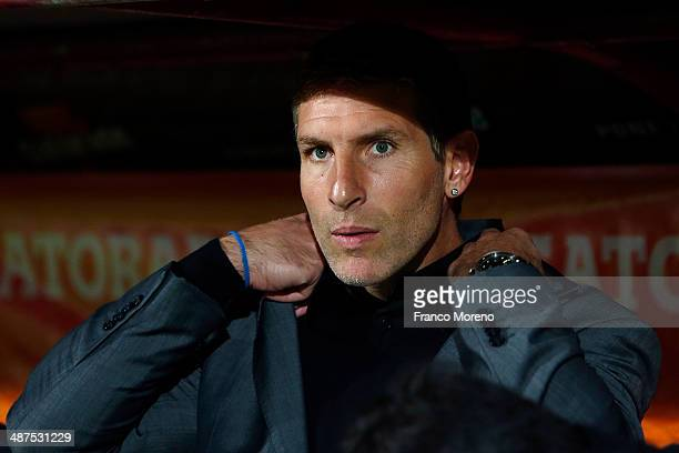 Coach Mart'in Palermo of Arsenal looks on during a match between Unio—n Espan–ola and Arsenal as part of the Copa Bridgestone Libertadores at Santa...