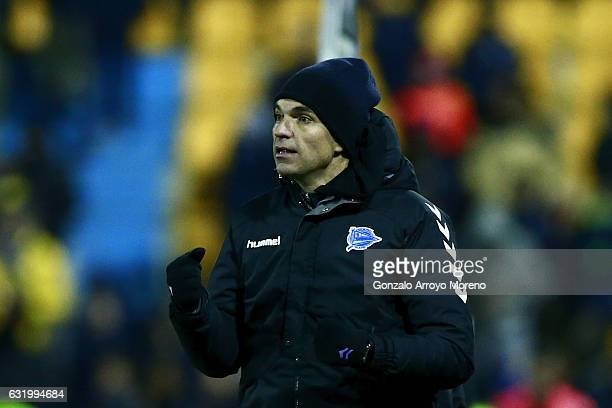 Coach Mauricio Pellegrino of Deportivo Alaves celebrates his team's opening goal during the Copa del Rey quarterfinal match between Agrupacion...