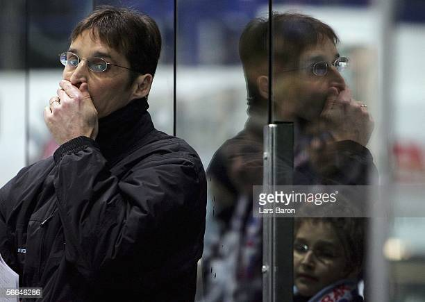 Coach Mike Schmidt of Hamburg looks on during the DEL Bundesliga match between Iserlohn Roosters and Hamburg Freezers at the Ice Sports Hall Iserlohn...