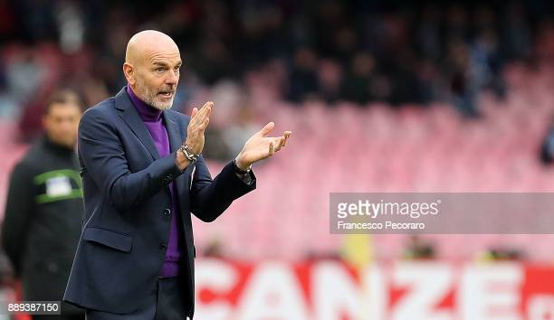Coach of ACF Fiorentina Stefano Pioli gestures during the Serie A match between SSC Napoli and ACF Fiorentina at Stadio San Paolo on December 10 2017...