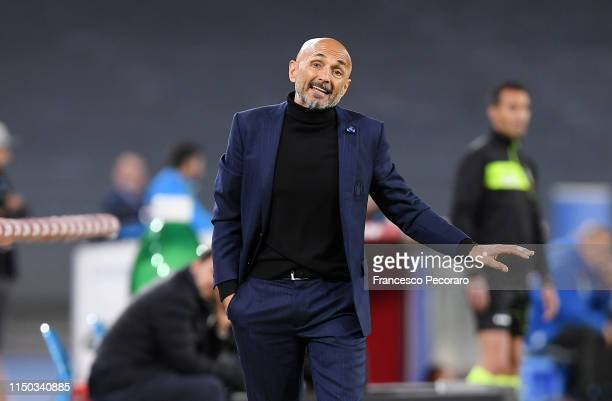 Coach of FC Internazionale Luciano Spalletti gestures during the Serie A match between SSC Napoli and FC Internazionale at Stadio San Paolo on May...