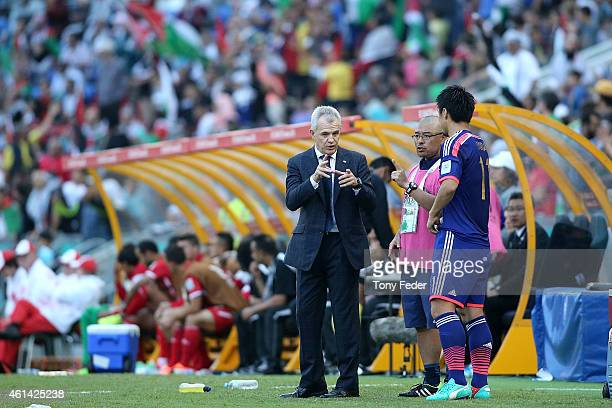 coach of Japan Javier Aguirre talks to Toyoda Yohei of Japan during the 2015 Asian Cup match between Japan and Palestine at Hunter Stadium on January...
